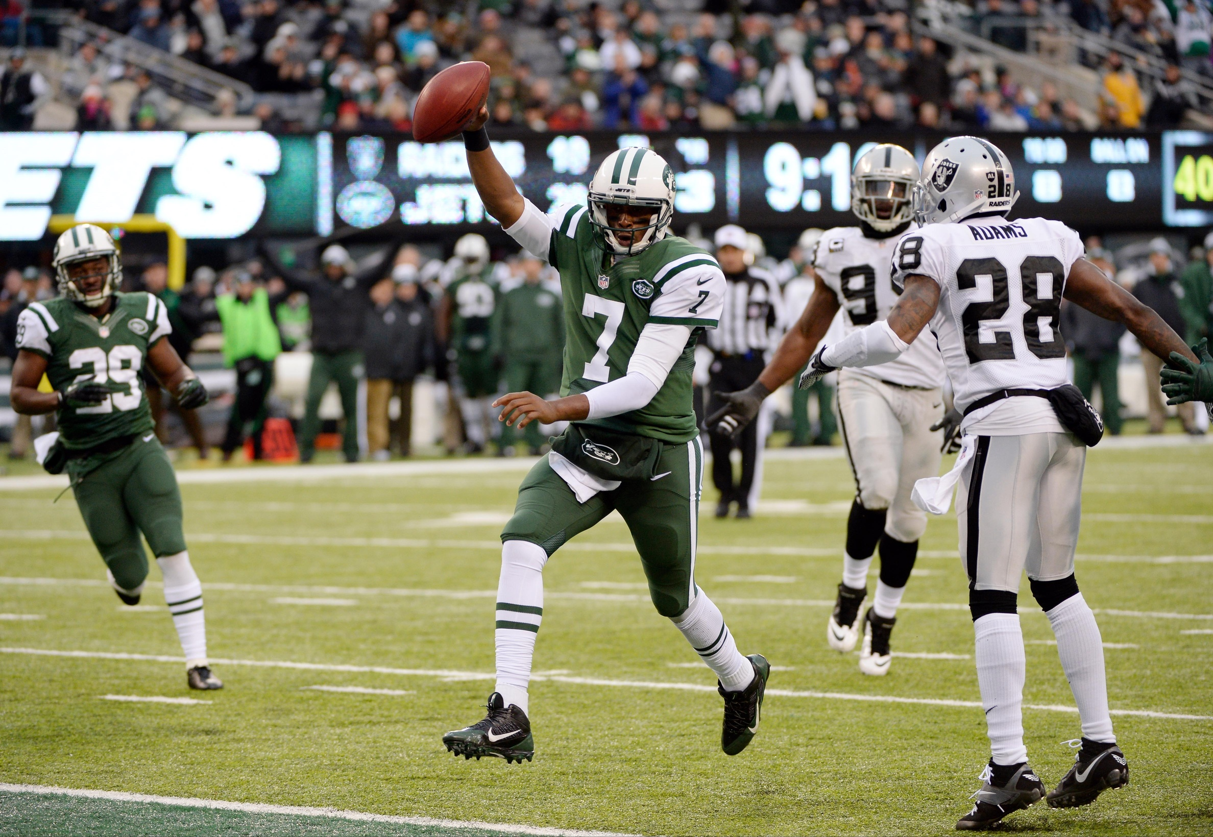 Jets Top Raiders, 37-27