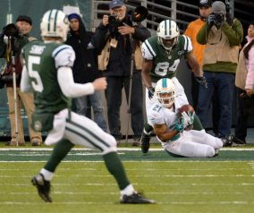 Jets Bomb Against Dolphins, 23-3
