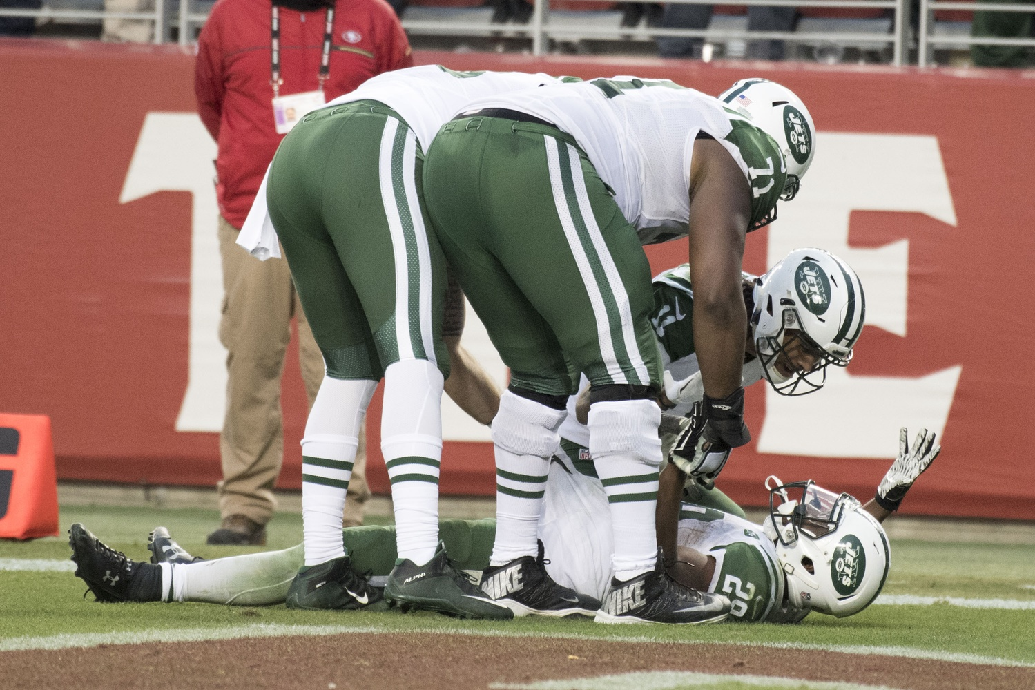 Jets Hang Tough; Beat 49ers in O.T.
