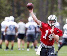 So far, so Good; Jets' McCown Impressed by Darnold Early on
