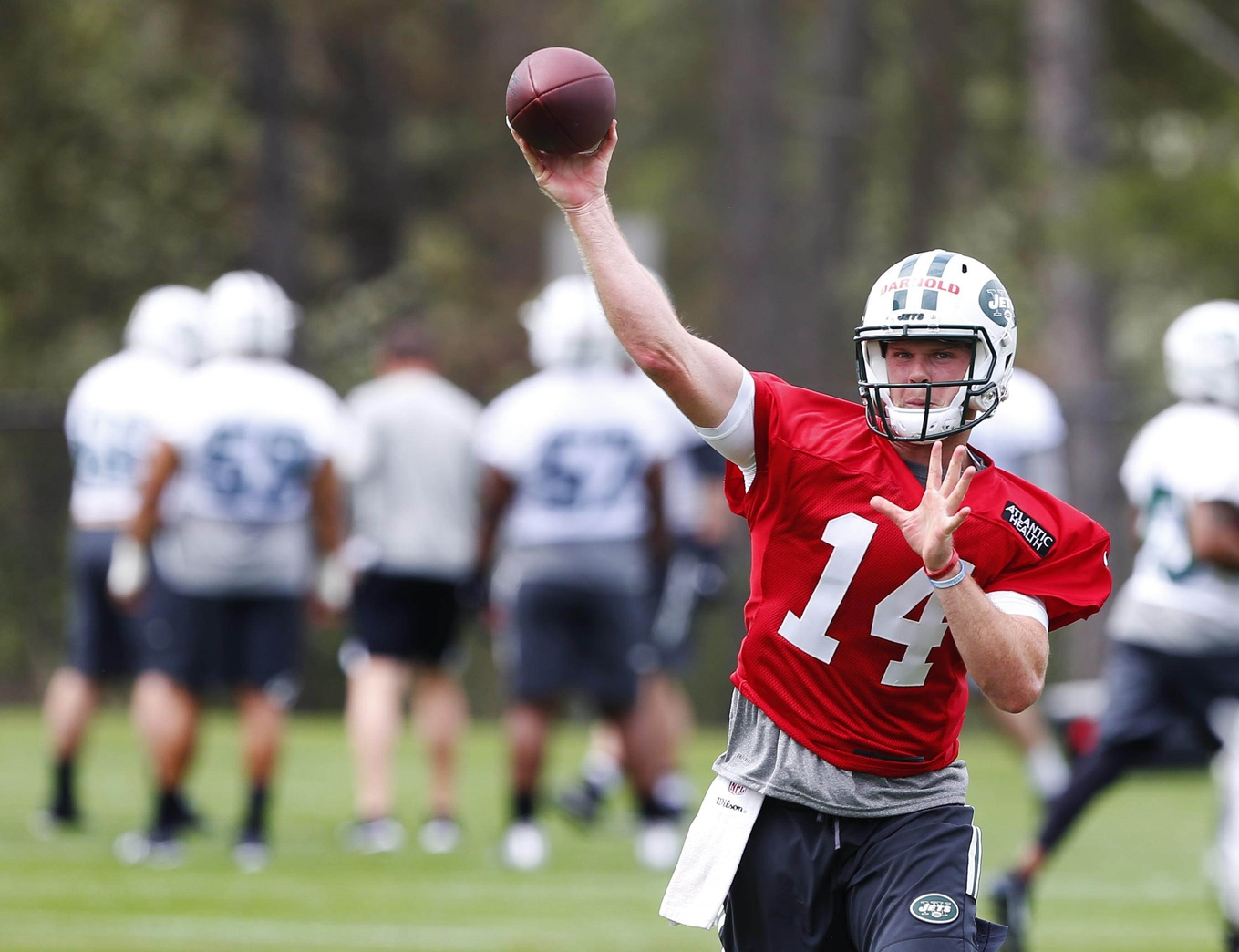 Bates Says Darnold Could be Week 1 Starter