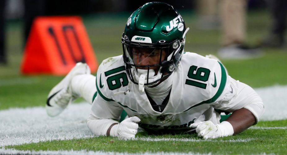 Jets add WR Jeff Smith to IR